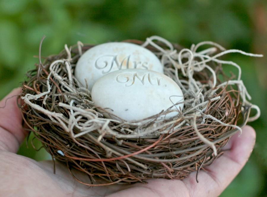 Mariage - Mr. & Mrs. Bird Nest Cake Topper - Merry Pebble (TM) Collection by sjEngraving