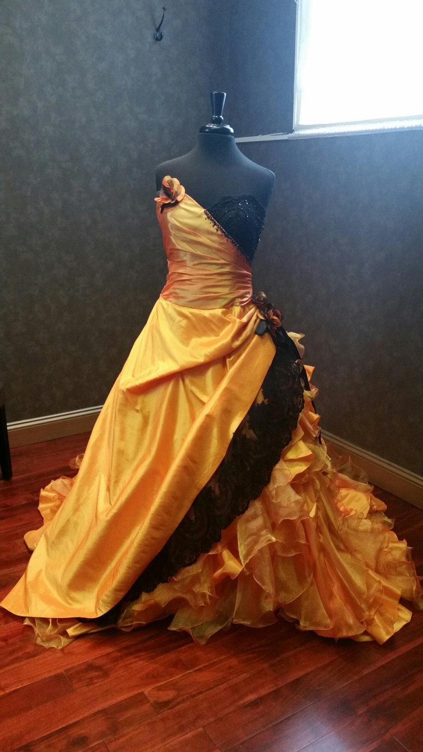 Halloween orange and black wedding dress bridal gown 2533545 halloween orange and black wedding dress bridal gown ombrellifo Image collections