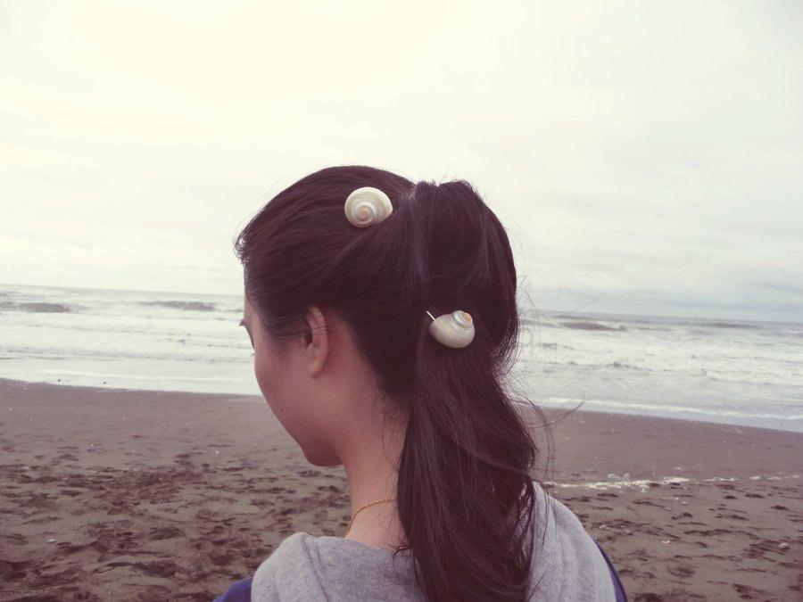Свадьба - Seashell Bobby Pins Sea Shell Hair Clips Bride Bridal Bridesmaid Nautical Ariel Mermaid Ocean Beach Wedding Accessories Womens Gift For Her