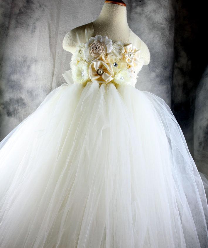 Mariage - Ivory Flower girl dress Tutu dress Wedding dress Birthday dress Newborn 2T to 8T