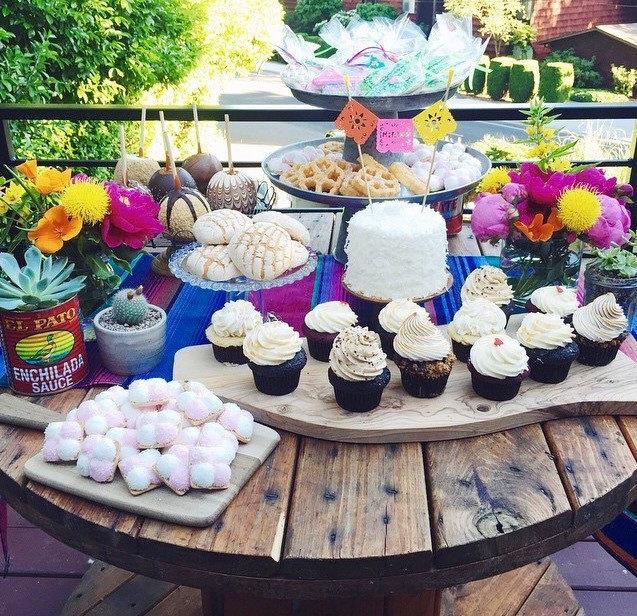 Hochzeit - Custom Papel Picado Cake Topper