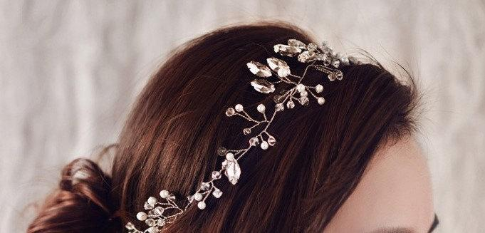 Hochzeit - Bridal hairvine trailing drapes.Handwired long pearl and crystals stems.