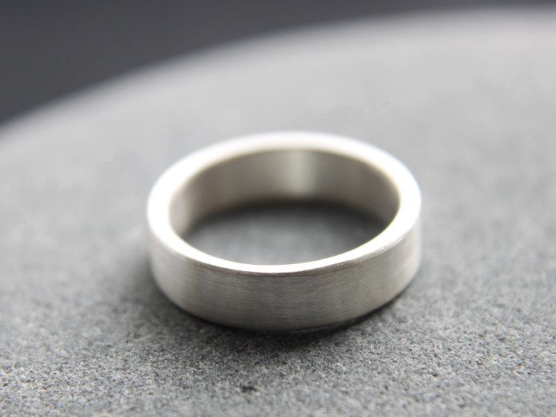 Mariage - Recycled Silver Wedding Band, Argentium Silver Wedding Ring For Men, 5mm Wedding Ring, Brushed Finish, Custom Size
