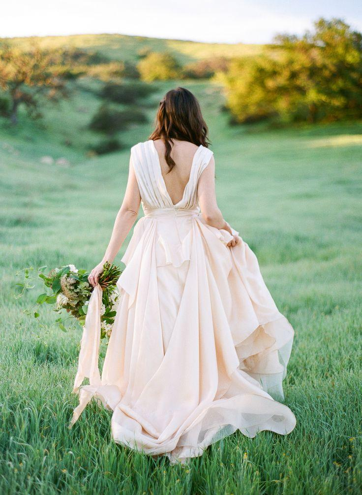 Mariage - This Bride Wore The Most Beautiful Blush Gown EVER!