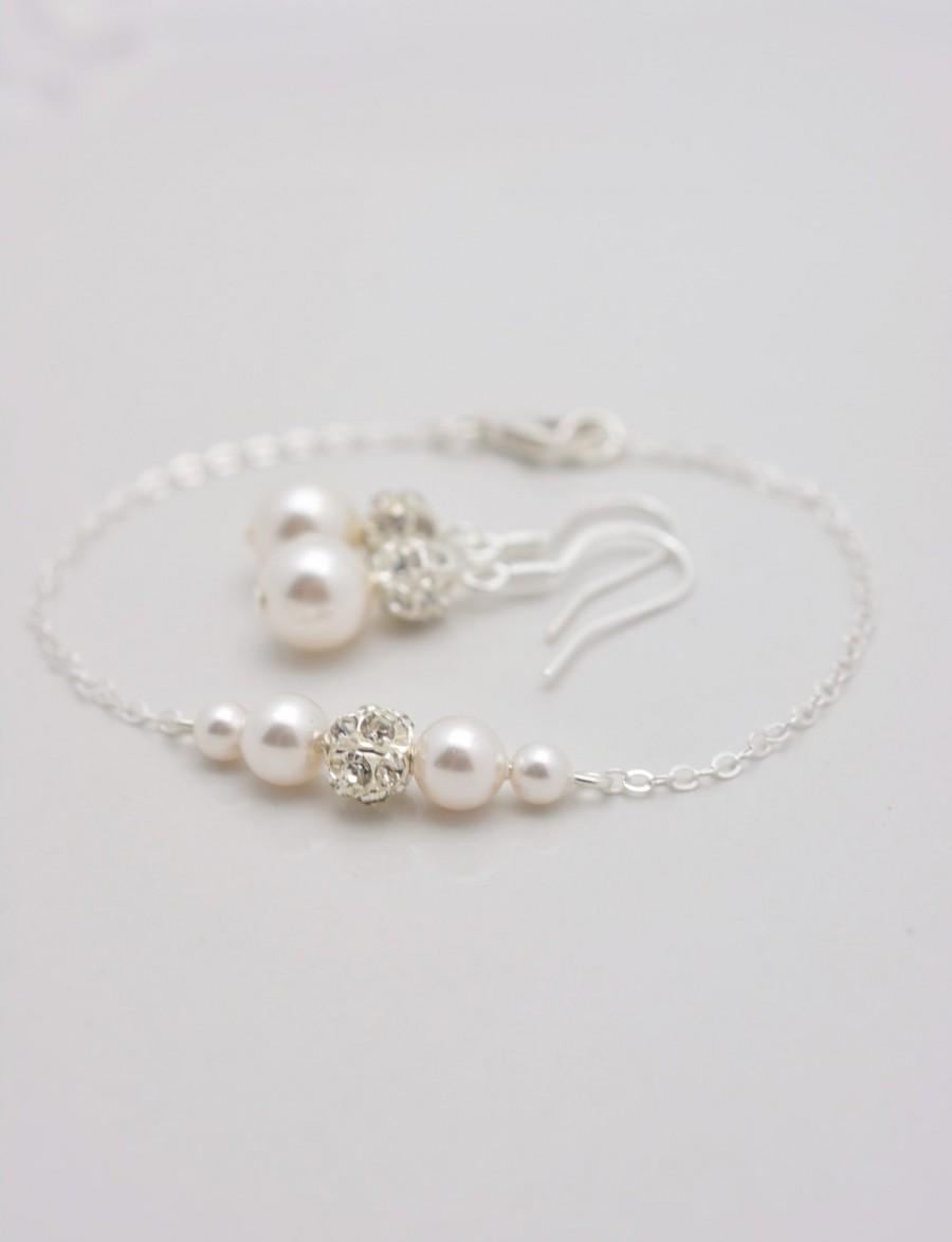 Hochzeit - Pearl Bracelet and Earring Set, Pearl Bridal Set, Wedding Bracelet and Earrings, Bridesmaid Pearl Set, Bridesmaid Pearl Bracelet Set 0357