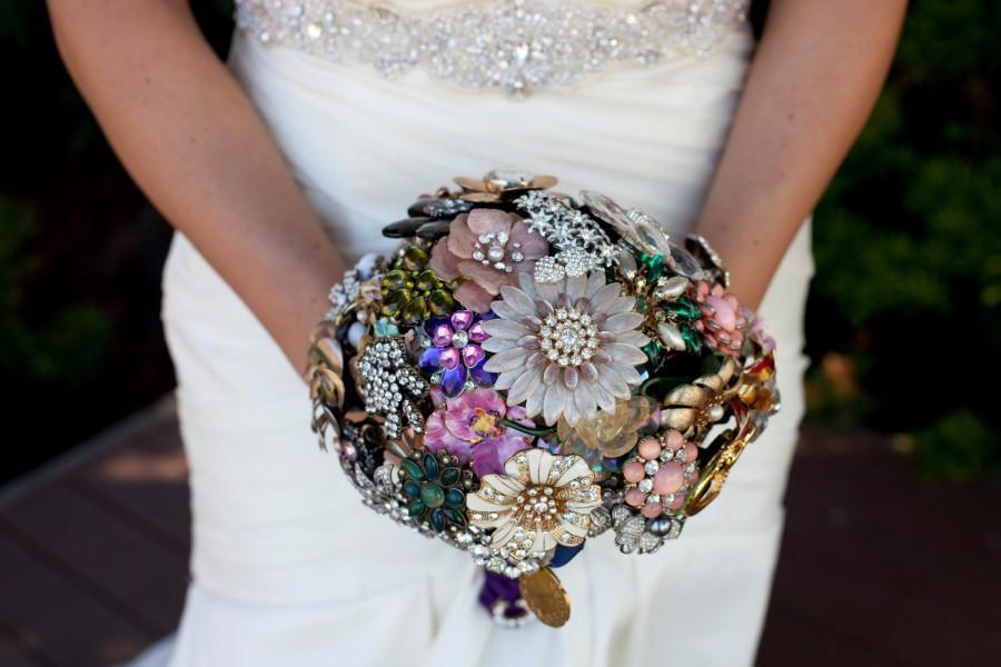 زفاف - Custom Wedding Brooch Bouquets - Heirloom, Color Theme, Black & White or Colorful