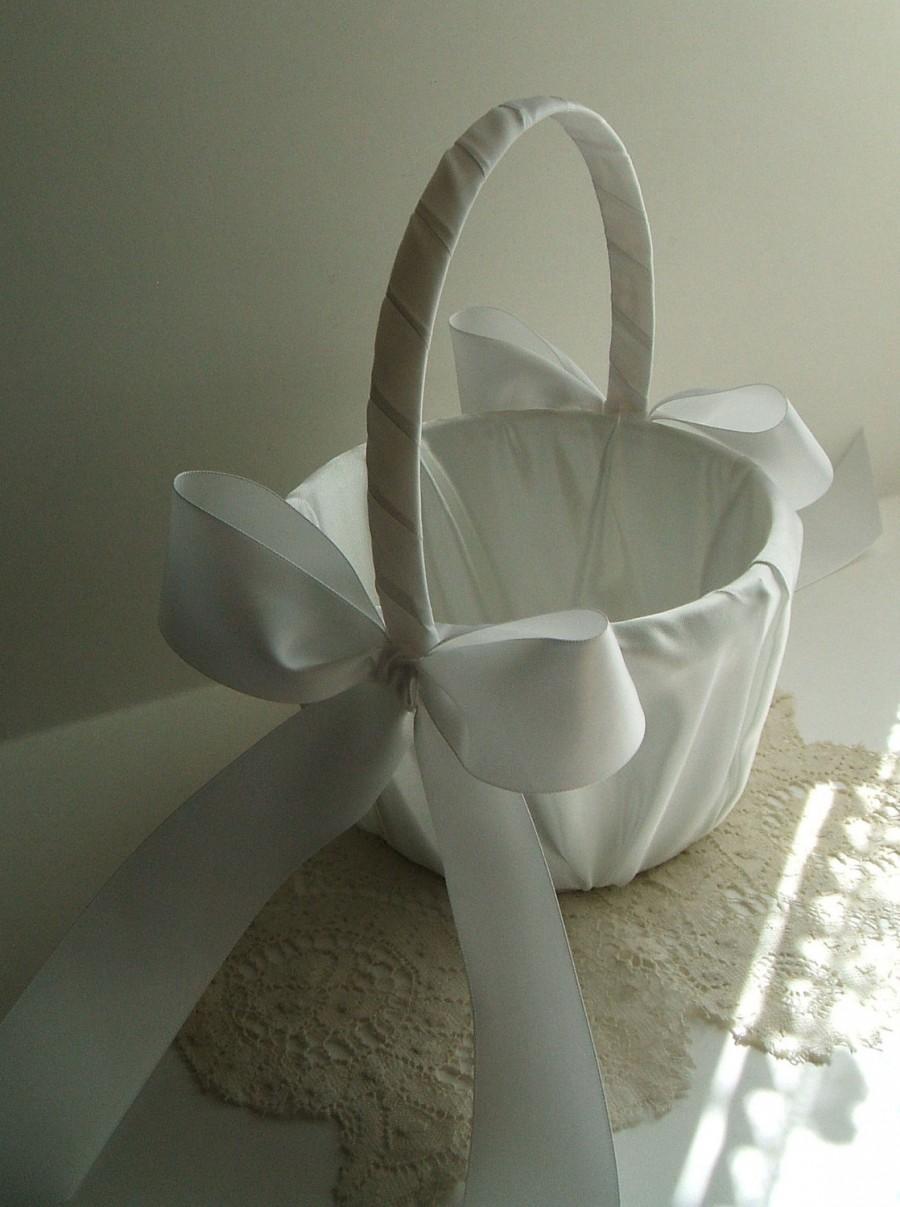 Свадьба - Flower Girl Basket, Flowergirl Basket, Handmade, Wedding, White Basket, Ivory Basket