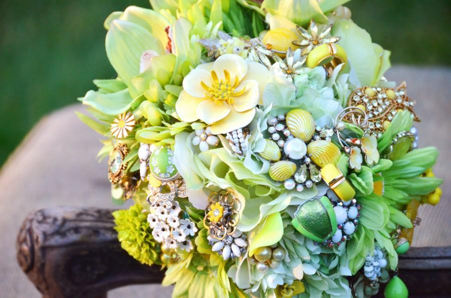 Свадьба - Brooch Bouquet - Vintage Jewelry, Heirloom, Keepsake Bouquet. Lime Green & Yellow Bouquet. Lace, enamel flowers, rhinestones, beads. Retro.