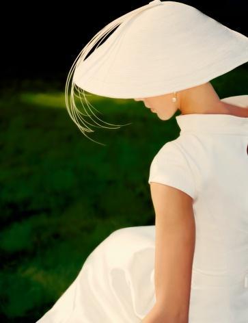 Свадьба - Side Profile Of Bride Sitting