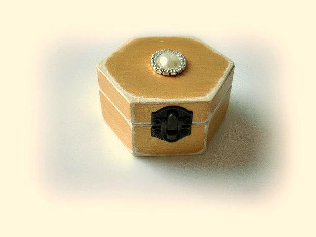 Mariage - Wedding ring box, Wedding ring bearer, Bridesmaid gift box, Engagement ring box, Favor box, Mother of Bride gift box, Choose your color
