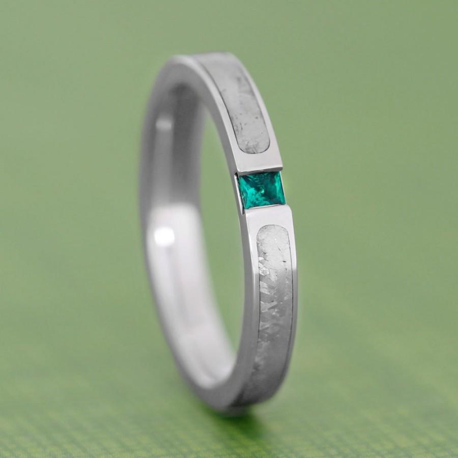 زفاف - Emerald Engagement Ring or Wedding Band, White Gold Ring With Meteorite Inlay, Unique Engagement Ring
