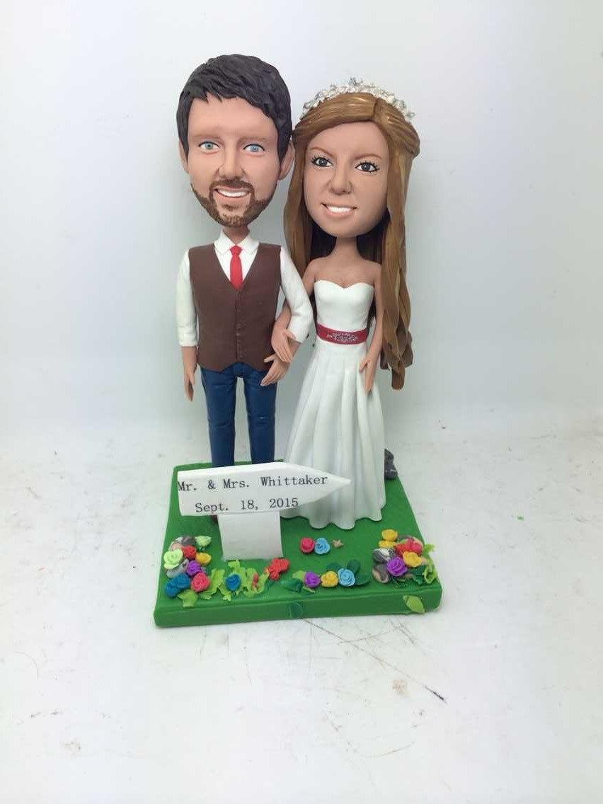 Mariage - Custom Romantic Country Wedding Personalized Wedding Cake Topper Clay Figurines Based on Customers' Photos Cake Topper Custom Bobble Head