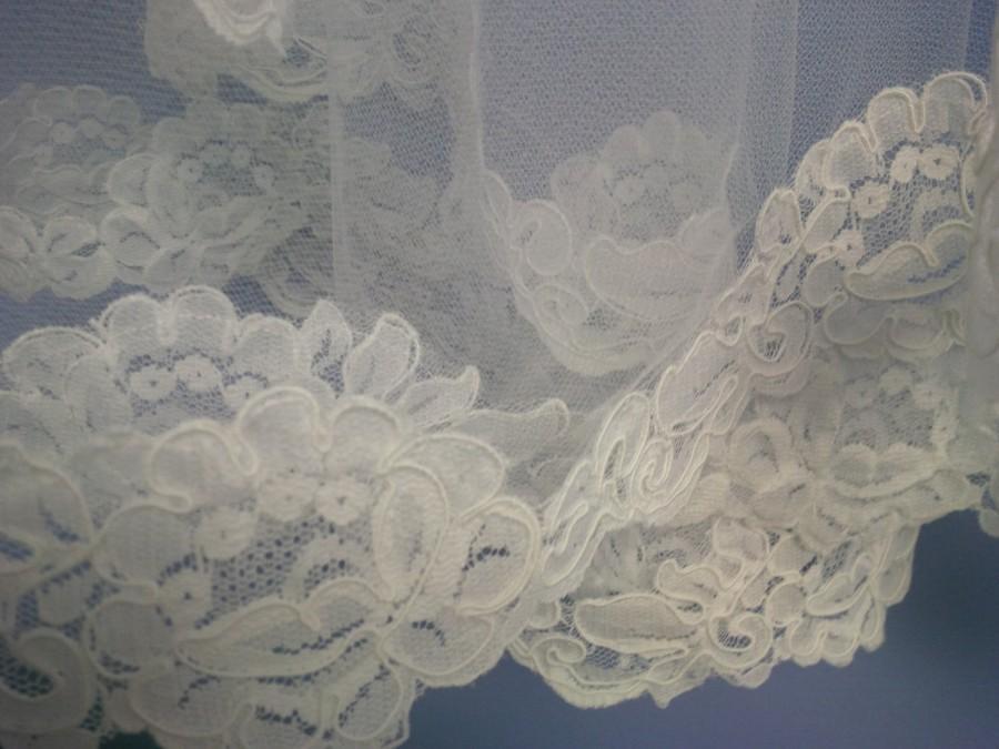 Mariage - Circular Cut Wedding Veil with Alencon Lace Trim Custom Length