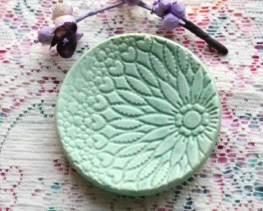 Свадьба - Pale Green Matte lace Ceramic ring dish, catchall, spoon rest, candle or teabag holder