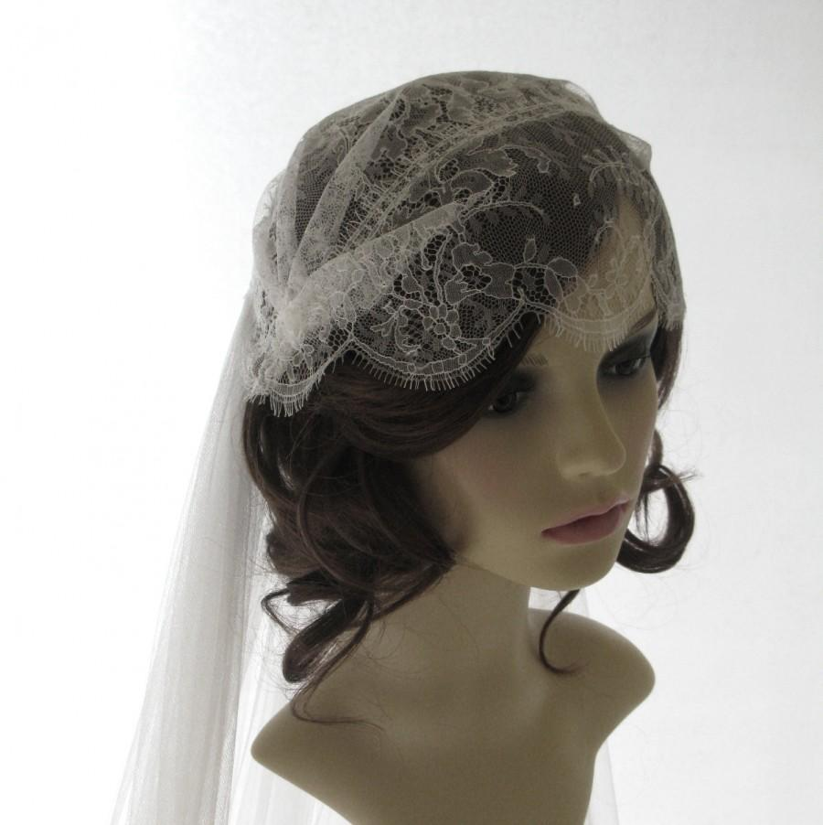 Mariage - Vintage style Chantilly lace cap veil -  couture bridal cap and separate veil -1920s wedding  veil - Grace