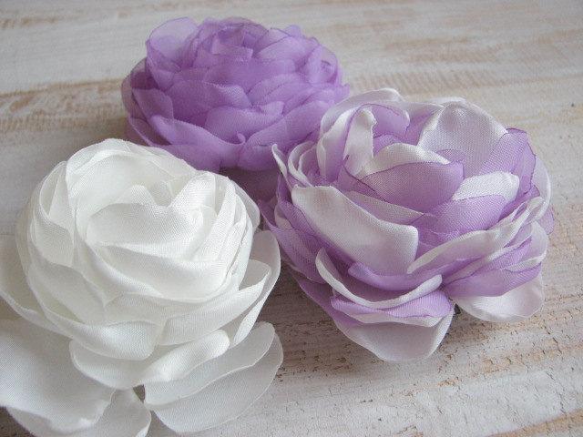 Hochzeit - Lilac ivory hair flower Lilac wedding flowers Ivory hair flower Ivory wedding flowers Lilac ivory headpiece Lilac peonies Ivory hair peonies