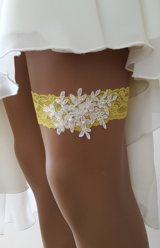 Свадьба - toss garters, ivory, yellow, lace, wedding garters, bridal accessores, garter suspander, free shipping!