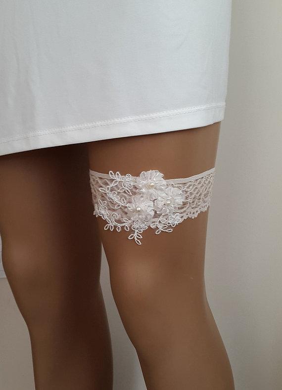 Hochzeit - toss garters, ivory, light beige, lace, wedding garters, bridal accessores, garter suspander, free shipping!