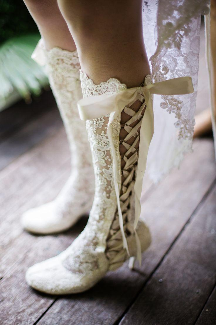 Hochzeit - White lace Boot