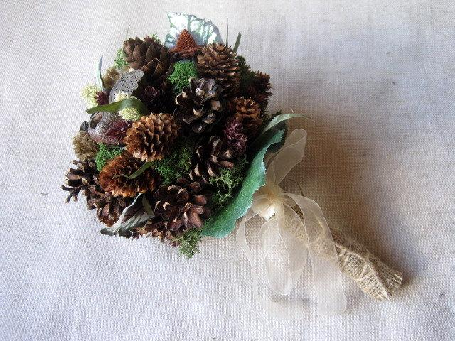 Mariage - Rustic wedding bridesmaids  bouquet , barn bouquet ,country wedding , woodland wedding , cottage wedding pine cone alternative bouquet
