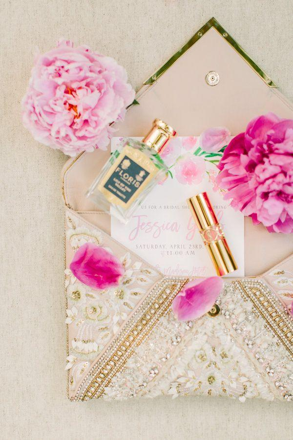 """Свадьба - Why Flower Bars Are The New """"It"""" Bridal Shower Detail"""