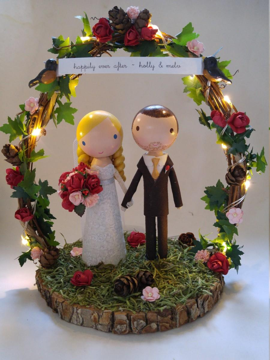 Mariage - twinkle lights wedding cake topper with wood slab & twiggy arch