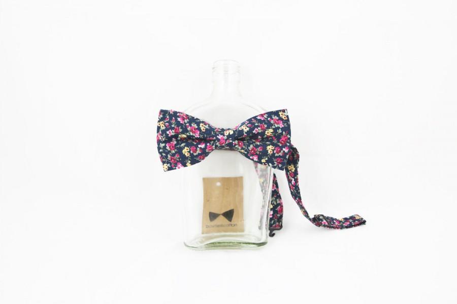 Свадьба - LAST FEW // Pip 01 - Navy Floral Men's Pre-Tied Bow Tie or Self-Tied Bow Tie