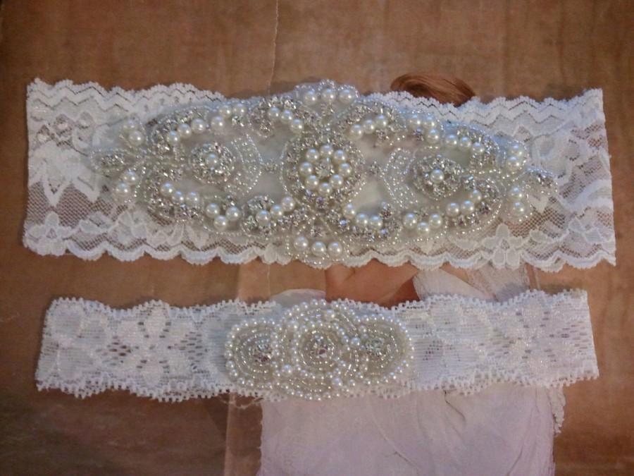 Свадьба - SALE - Wedding Garter, Bridal Garter, Garter Set - Crystal Rhinestone & Pearls on a White Lace - Style G8001