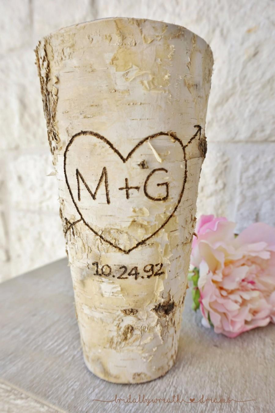 Hochzeit - initials & date birch bark vase centerpiece, wedding centerpiece, rustic chic wedding, shabby chic wedding, country wedding, garden wedding
