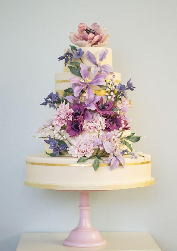 Wedding - 20 Delightful Wedding Cake Ideas For The 1950s Loving Bride