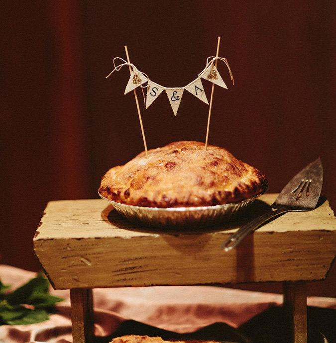 Mariage - Monogramed Baker Banner wedding cake topper, pie topper, bunting,
