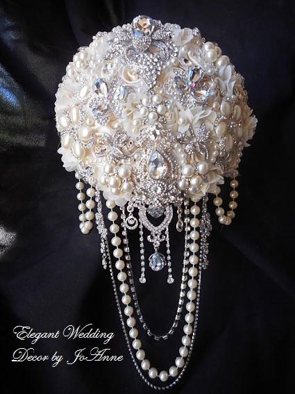 Mariage - GLAMOROUS BROOCH BOUQUET, Cascading Ivory Brooch Bouquet, Ivory Brooch Bouquet, Jeweled Pearl Brooch Bouquet, Jewelry Bouquet, Deposit Only