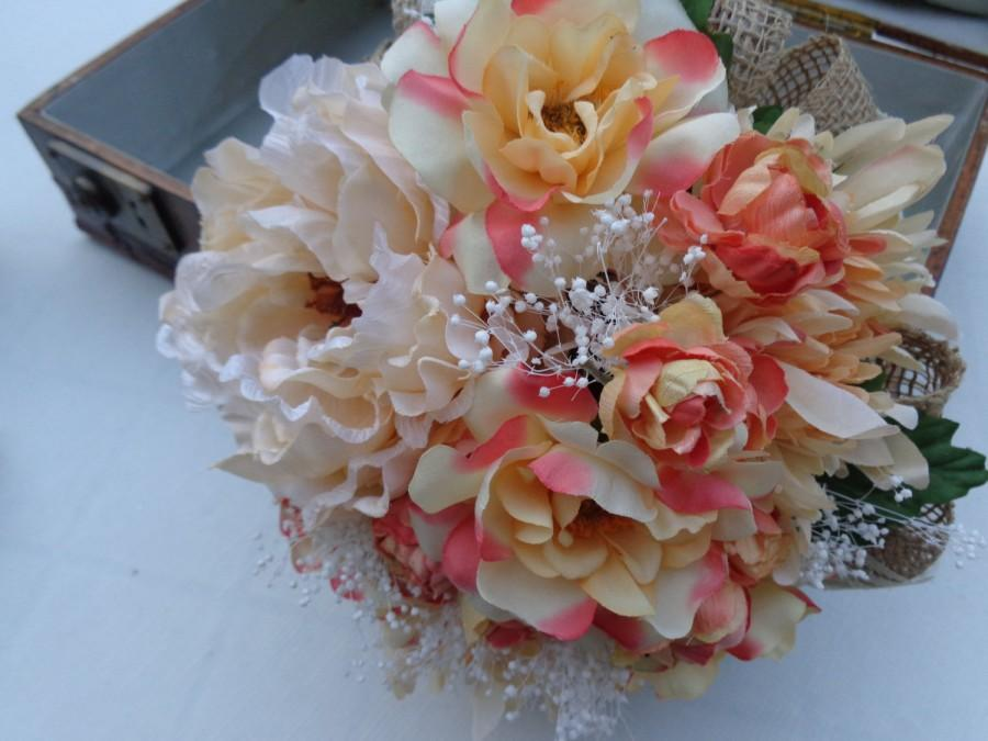 Mariage - Bridesmaid bouquet in shades of coral with matching boutonniere-NOW ON SALE