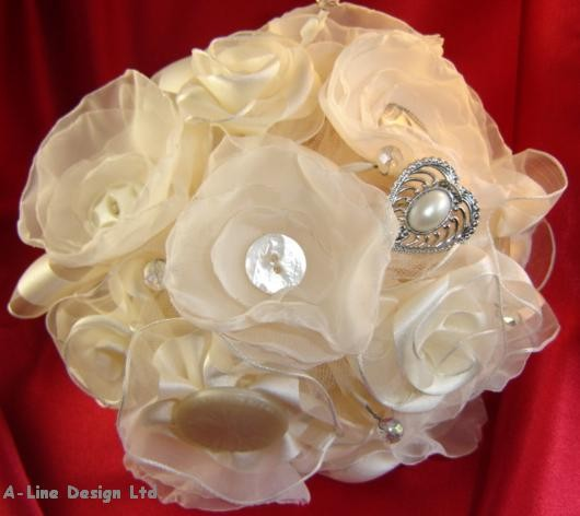 Mariage - Ivory Button Bridal Bouquet BB1