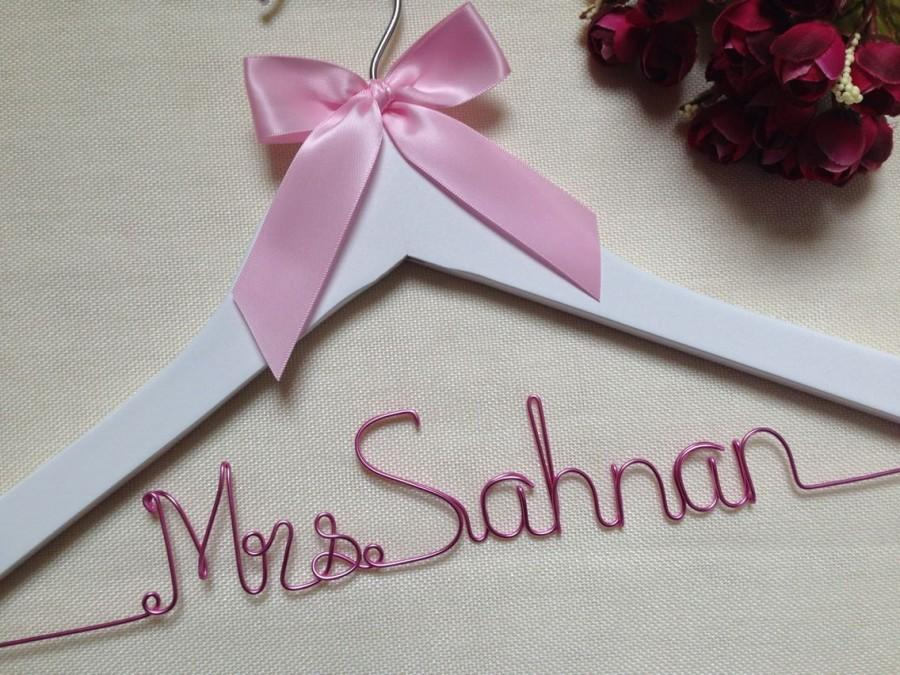 Mariage - Wedding hanger, personalized hanger, bride hanger, bridal party hangers, name hangers, bridal party gifts, bridal hanger, bridesmaid hangers