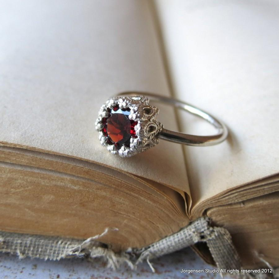 Mariage - Garnet Gemstone Ring Alternative Engagement Ring Promise Ring Let them Eat Cake