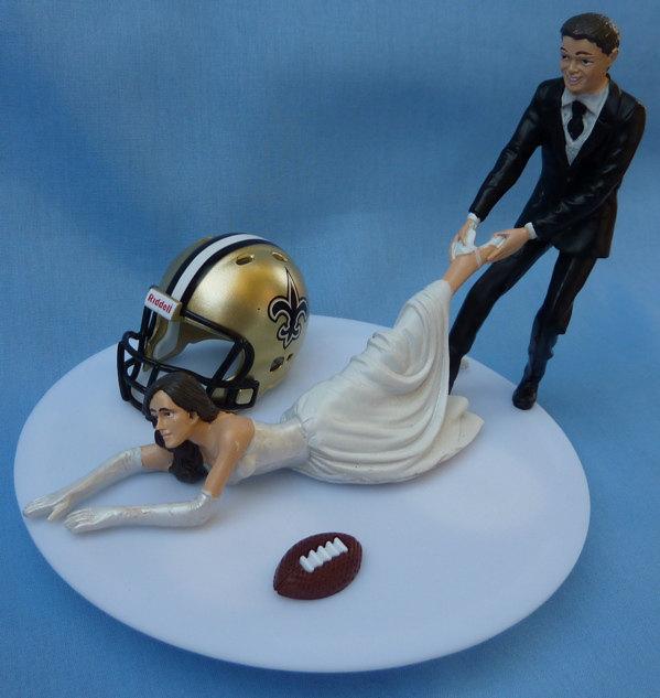 Свадьба - Wedding Cake Topper New Orleans Saints G Football Themed w/ Garter N.O. Sports Fans Bride and Groom Sporty Centerpiece Reception Gift Item