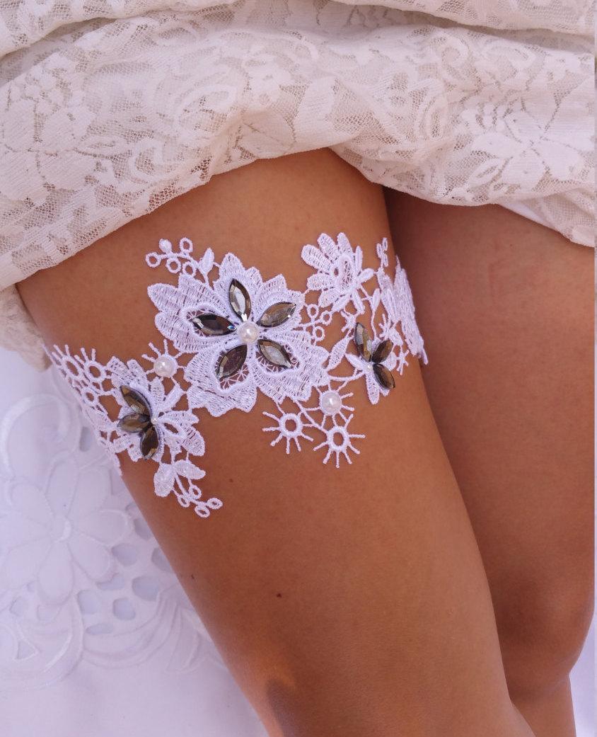 Свадьба - Grey Lace Garter, White Lace Garter Belt, Ivory Lace Garter, Lace Wedding Garter, Lace Bridal Garter, Vintage Garter, Crystal Wedding Garter