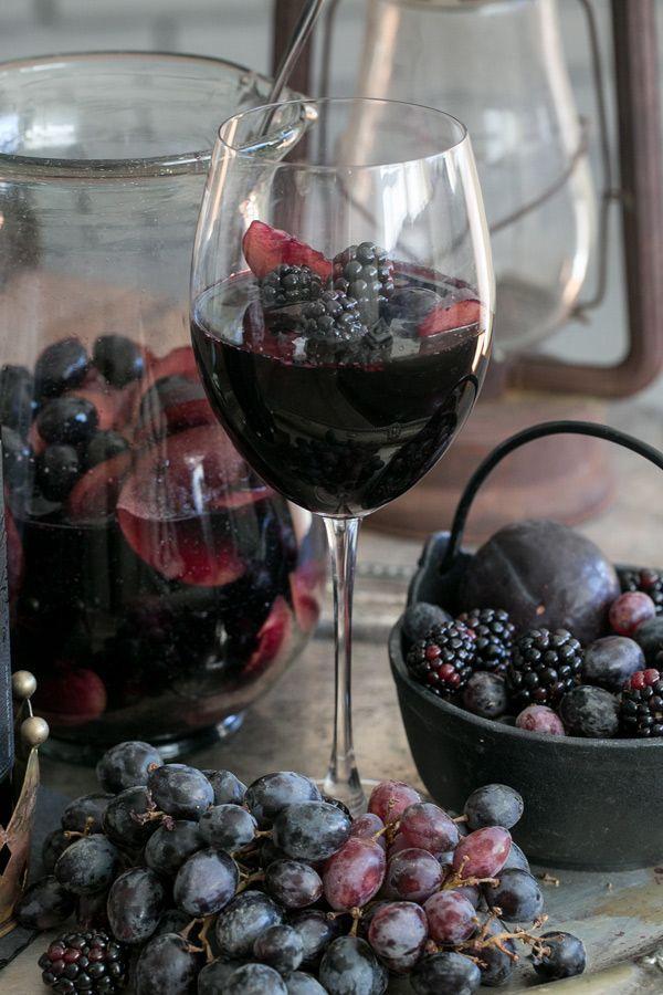 Hochzeit - Black Sangria Recipe (Sugar And Charm)