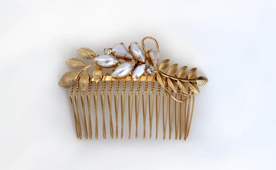 Mariage - Victoria Comb, Gold Pearls Comb, Bridal Comb, Bridal Hair Accessory, Inlaid Pearls, Hand Made, Wedding Hairpiece, Golden Leaves Bride Comb