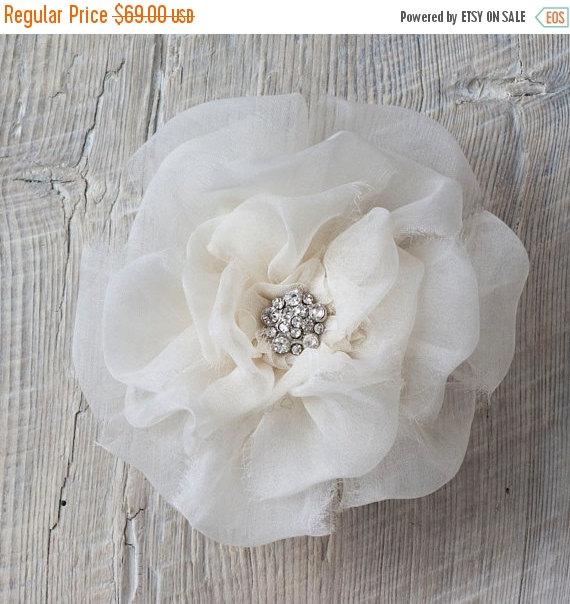 زفاف - SHOP CLOSING SALE Bridal Hair Flower Clip Silk Organza Floral Wedding Headpiece Ivory Bridal Fascinator Chic Wedding Accessories