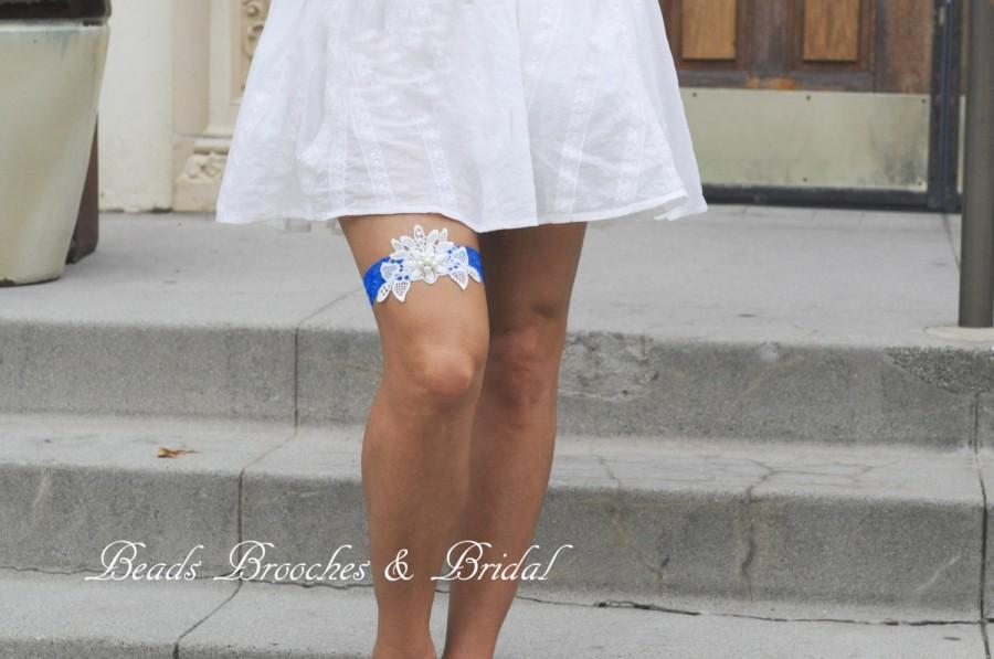 Свадьба - Royal Blue Garter, Blue Stretch Wedding Garter with White Lace, Royal Blue Wedding Garter with Ivory Pearl-flower, Bridal Garter