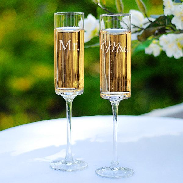 Свадьба - Mr. and Mrs. Wedding Flutes Set Toasting Glasses