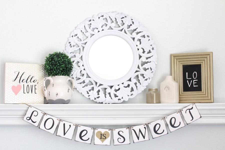 Hochzeit - Love is Sweet Banner – Wedding Sign – Engagement photo prop – Wedding decoration – Bridal shower Decor – garland – Wedding Bunting
