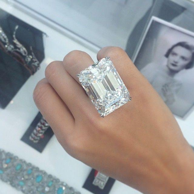 Свадьба - 'Flawless' 100-carat Diamond On Show In Dubai