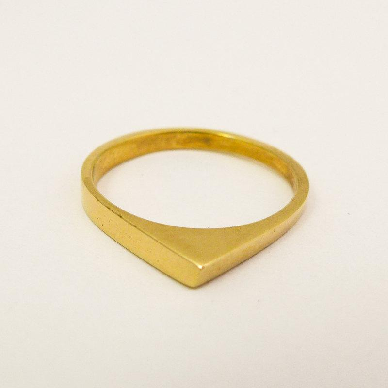 زفاف - Minimalist gold wedding ring, Women's gold wedding ring, Geometric wedding ring, 14 karat solid gold triangle ring, Simple wedding band