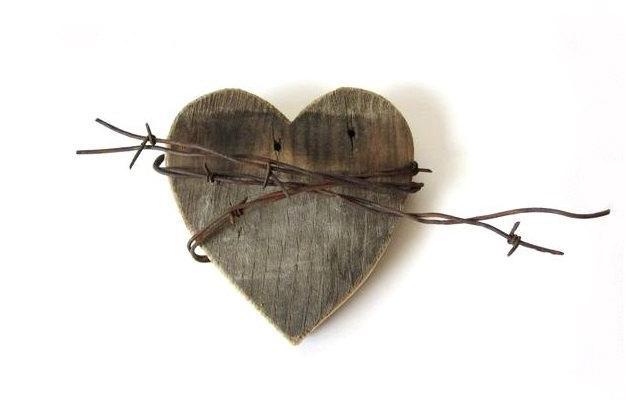 Hochzeit - Shy Wild Heart, rustic signs, rustic wedding decor, rustic home decor, barn wood signs