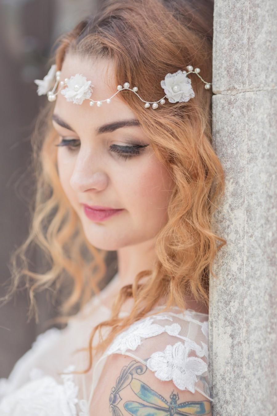 Hochzeit - Pearl and flower hair vine - circlet - garland