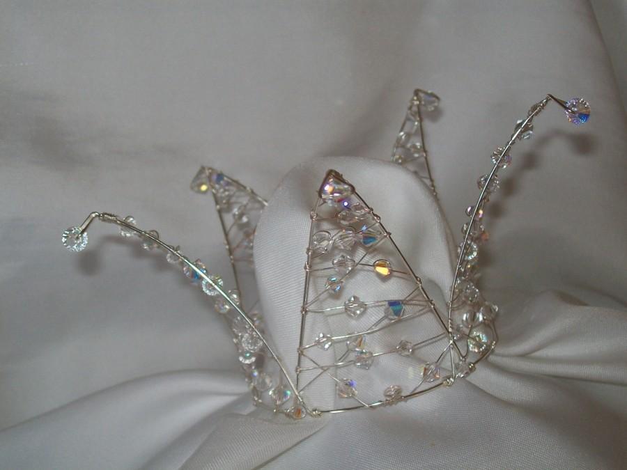 Свадьба - Handmade swarovski dainty bridesmaid flowergirl bun crowns/cake topper/tiara / bridal