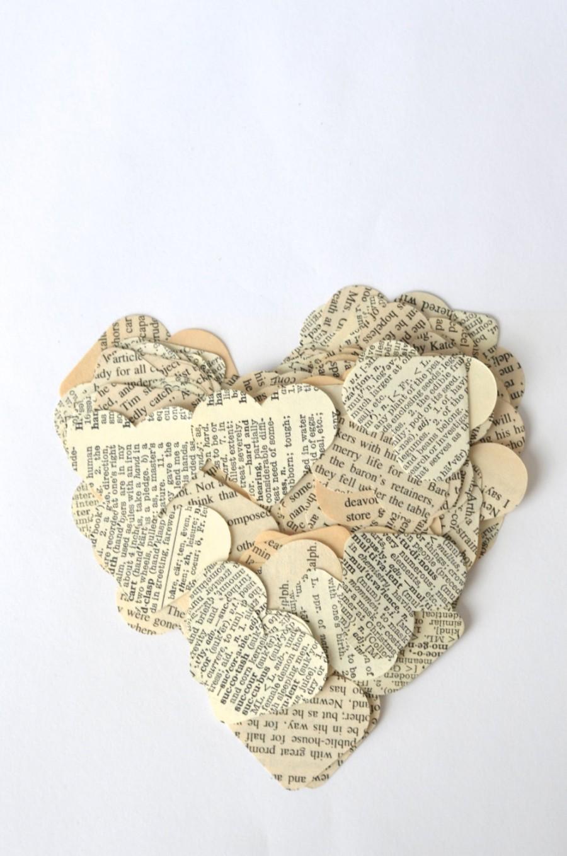 Свадьба - Vintage Book Paper Heart Confetti, medium size